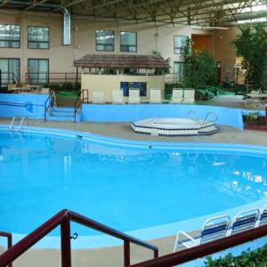 Hotels near Fire Hall Theatre - Red Roof Inn Townhouse - Grand Forks