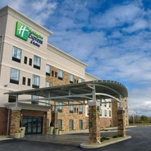 Hotels near Lehman Catholic High School - Holiday Inn Express Sidney