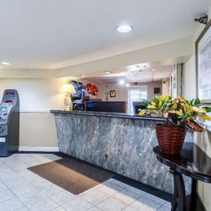 Hotels near Campanelli Stadium - Rodeway Inn Brockton
