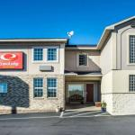 Accommodation near Onondaga Nation Arena - Econo Lodge & Suites Airport North Syracuse