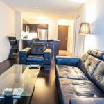 Pinnacle Suites - Downtown Lake View Suite