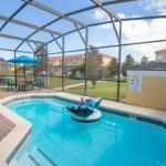 Four Bedroom w/ Pool Close to Disney 8570