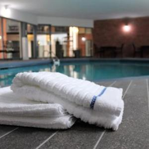 Hotels near Coll�ge Lionel-Groulx - BEST WESTERN PLUS Laval-Montreal