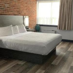 Hotels near Mansion Night Club Barrie - Travelodge Barrie On Bayfield