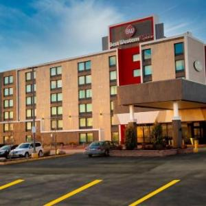 Hotels near Canlan Ice Sports York - Best Western Plus Toronto North York Hotel & Suites