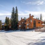 Four O'Clock Slopeside Retreat Apartment