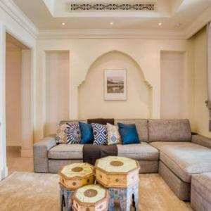 Chic Downtown Apt with NETFLIX by GuestReady in Dubai