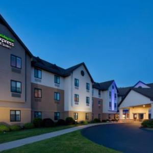Holiday Inn Express Bradley Airport