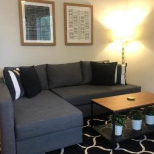 Gorgeous 2BR APT Great Location Near Wrigley