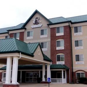 Hotels near Quincy Raceways - Town & Country Inn And Suites