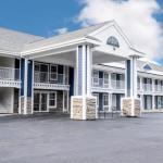 Accommodation near Foxwoods Casino - Hilltop Inn & Suites - North Stonington