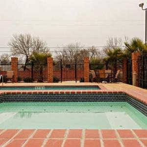Hotels near Harlandale Memorial Stadium - Holiday Inn Express Hotel & Suites San Antonio South