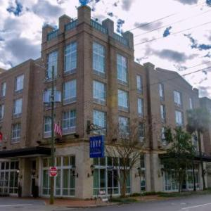 Hotels near Savannah Civic Center - B Historic