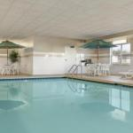 Accommodation near Brewsters On Water Street - Country Inn & Suites Peoria North