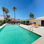 3Br/2Ba Oasis In Prime Locale W/ Large Pool & Hot Tub Home