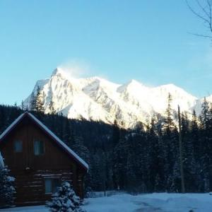 Lake Louise Ski Area Hotels - Kicking Horse River Chalets
