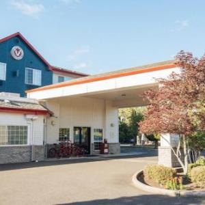 Hotels near Yamhill County Fair & Rodeo - Red Lion Inn & Suites Mcminnville