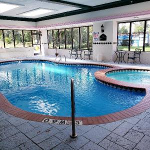 Hotels near Woodland Hills Baptist Church - Holiday Inn Express & Suites Longview North