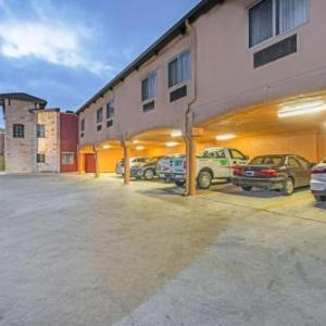 Hotels near Carver Community Cultural Center - La Hacienda Inn