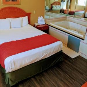 Hotels near Amazura Concert Hall - Jets Motor Inn