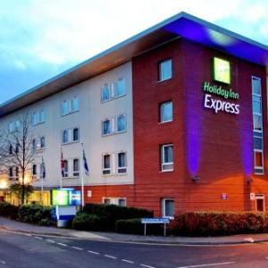 Redditch Palace Theatre Hotels - Holiday Inn Express Birmingham Redditch