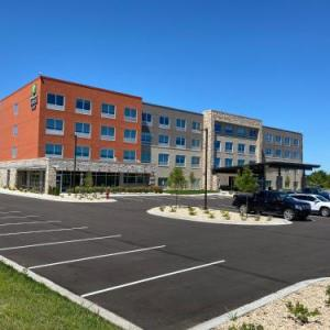 Hotels near Bob Suter's Capitol Ice Arena - Holiday Inn Express & Suites - Madison West - Middleton