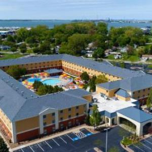 Battery Park Sandusky Hotels - Cedar Point's Express Hotel