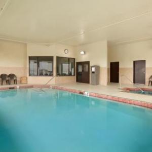 Hotels near Century Theatre Innisfail - Days Inn Innisfail