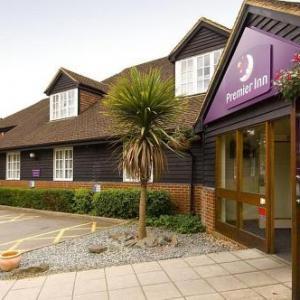 Hotels near New Victoria Theatre - Premier Inn Woking West - A324