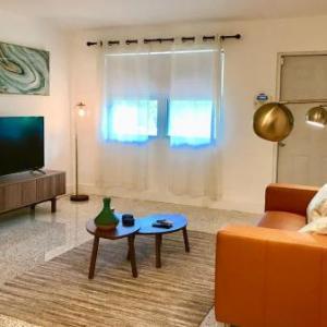 2 Bedroom -1 Bath - Design District Miami Home