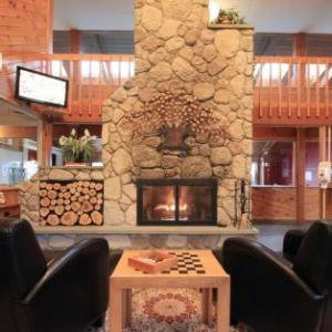 Hotels near Bank of New Hampshire Pavilion at Meadowbrook - Fireside Inn & Suites Gilford
