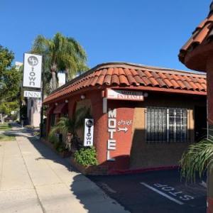 Hotels near Cal Bowl - Uptown Inn