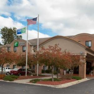 Hotels near Canton Sports Center - Holiday Inn Express Hotel & Suites Canton