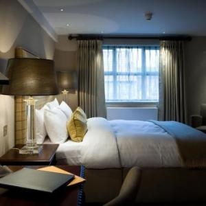 Castle Hotel & Apartments