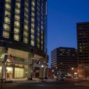 Renaissance By Marriott Arlington Capital View Hotel