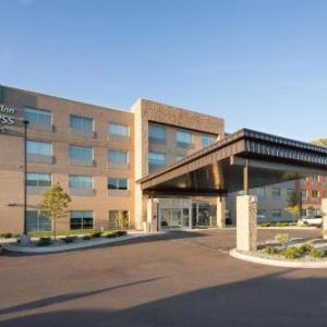 Kalamazoo Speedway Hotels - Holiday Inn Express & Suites - Kalamazoo West