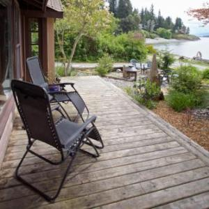 Hotels near The Queens Nanaimo - Halfmoon Haven Beach Cottage or Oceanview Suite