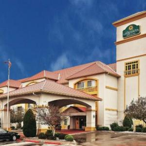 Texas Opry Theater Hotels - La Quinta Inn & Suites Weatherford