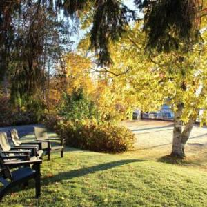 Hotels near Indian Lookout Country Club - Mariaville Lake B & B