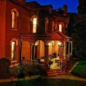 Missouri Theater St Joseph Hotels - Whiskey Mansion