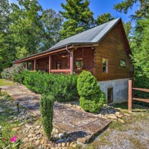 NEW Resort Sevierville Cabin w/Hot Tub & Game Room