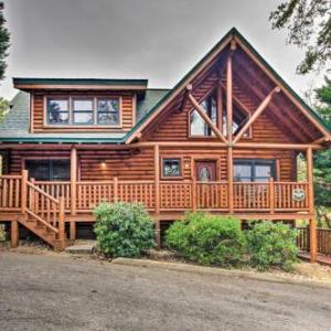 Spacious Pigeon Forge Resort Cabin with Hot Tub