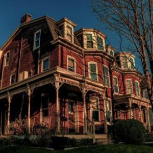 Brickhouse Inn - Bed And Breakfast