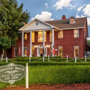 Hotels near United Supermarkets Arena - Woodrow House Bed & Breakfast