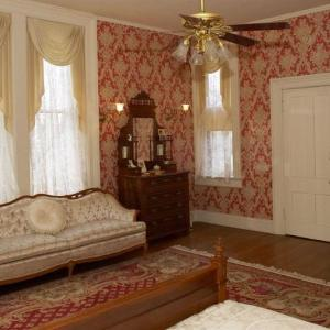 Vrooman Mansion - Bed And Breakfast