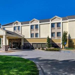 Hotels near Oceans of Fun - Comfort Inn & Suites Near Worlds of Fun