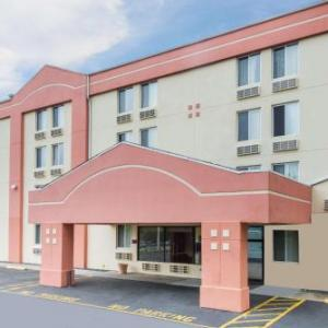 Hotels near Tuxedo Junction Danbury - Super 8 By Wyndham Danbury