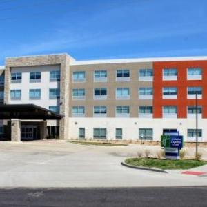 Holiday Inn Express & Suites -Warrensburg North