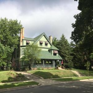 Hotels near Grand Rapids Civic Theatre - The Parsonage Inn B&B