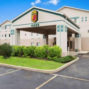 The Comedy Shrine Hotels - Super 8 By Wyndham Aurora/Naperville Area